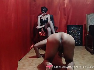 Femdom - La domina française Maitresse Sonia34model joue avec son esclave - Vends-ta-culotte.com