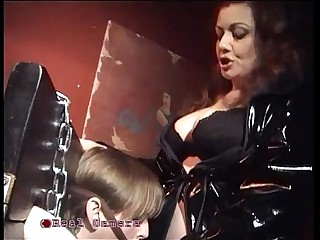 The mistress Jessica bangs her personal slave in the pillory!