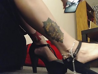 Giantess Mistress wears High Heels to Tease Little Man