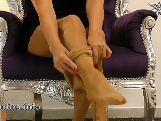 Wichsanleitung Freihändig Mature Herrin Carmen Zwei Schichten Glänzende Nylons und High Heels