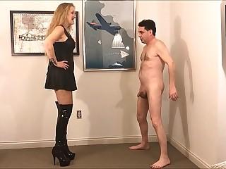 Ballbusting: Mistress Kristyna Dark destroys the testicles of Andrea Diprè